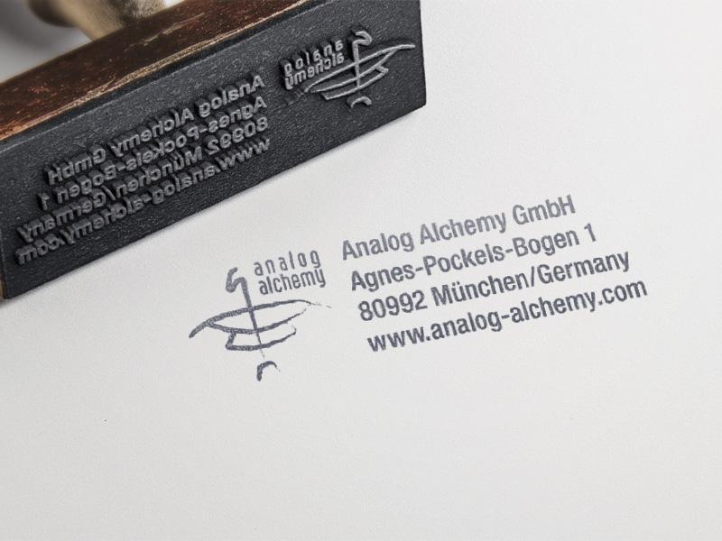 Referenz von su-pr-design: analog alchemy – Gestaltung und Produktion Stempel